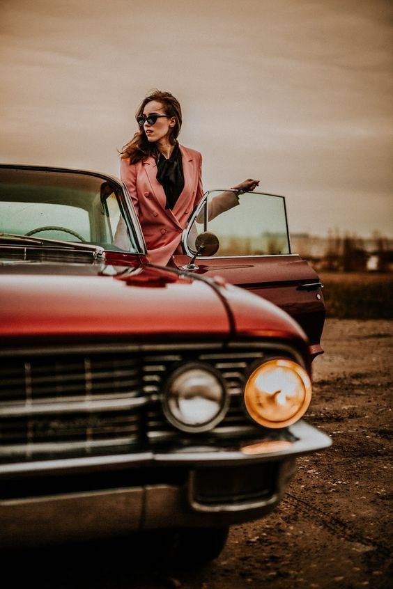 Spotyka się z facetem, który kocha samochody